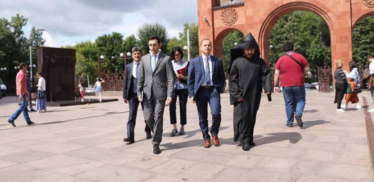 Զարեհ Սինանյանն այցելեց Մոսկվայի հայկական եկեղեցական համալիր