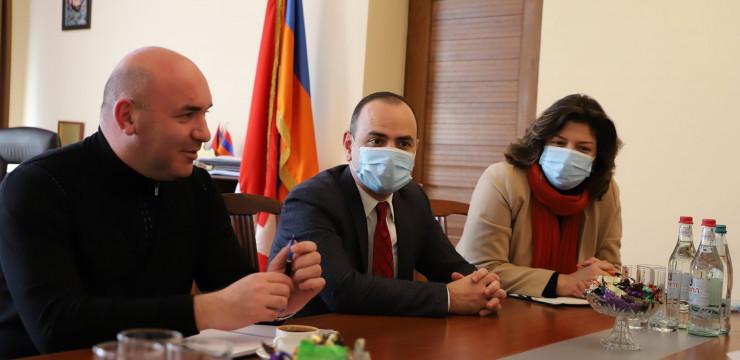 Գլխավոր հանձնակատարը հանդիպեց Արցախի քաղաքաշինության նախարար Արամ Սարգսյանի հետ