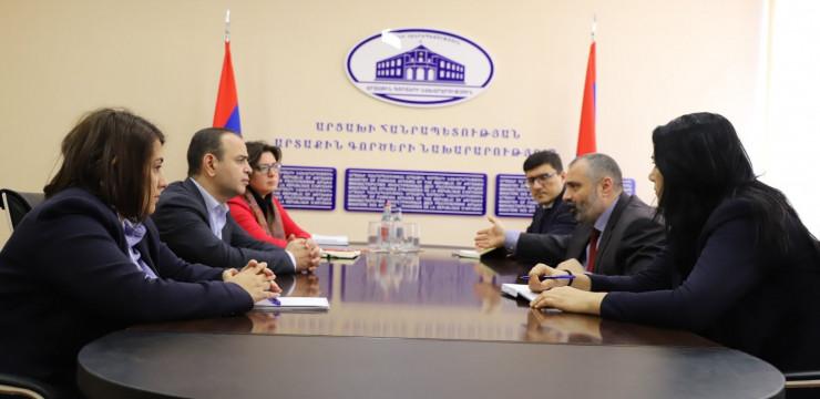 Գլխավոր հանձնակատարը հանդիպում է ունեցել Արցախի Հանրապետության արտաքին գործերի նախարար Դավիթ Բաբայանի հետ