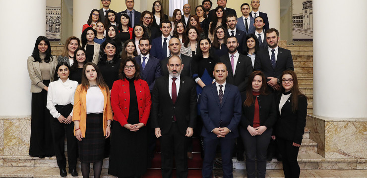 """Prime Minister Nikol Pashinyan met with the participants of the """"iGorts"""" program"""