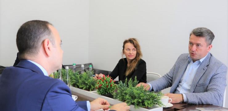 Զարեհ Սինանյանը հանդիպեց Ուկրաինայի գերագույն ռադայի իշխող կուսակցության պատգամավոր Դմիտրո Սոլոմչուկի հետ