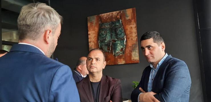 Գլխավոր հանձնակատար Զարեհ Սինանյանը հանդիպեց Simul Fortes հայկական բիզնես ակումբի ներկայացուցիչների հետ