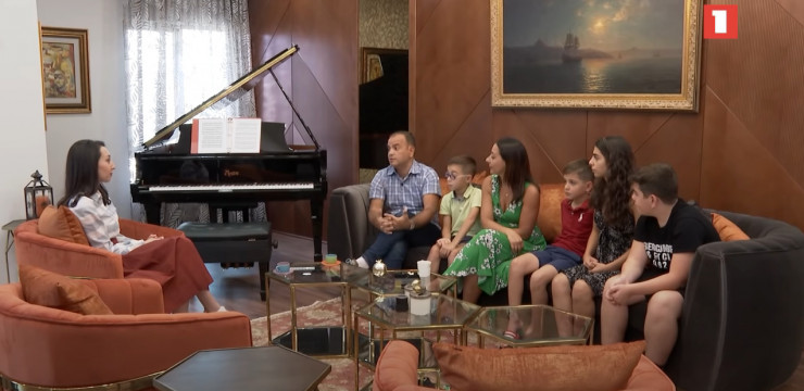 Armenian Public TV Interviews High Commissioner at His Home