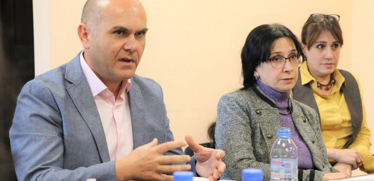 Diaspora Youth Ambassadors Meet with Program Benefactor