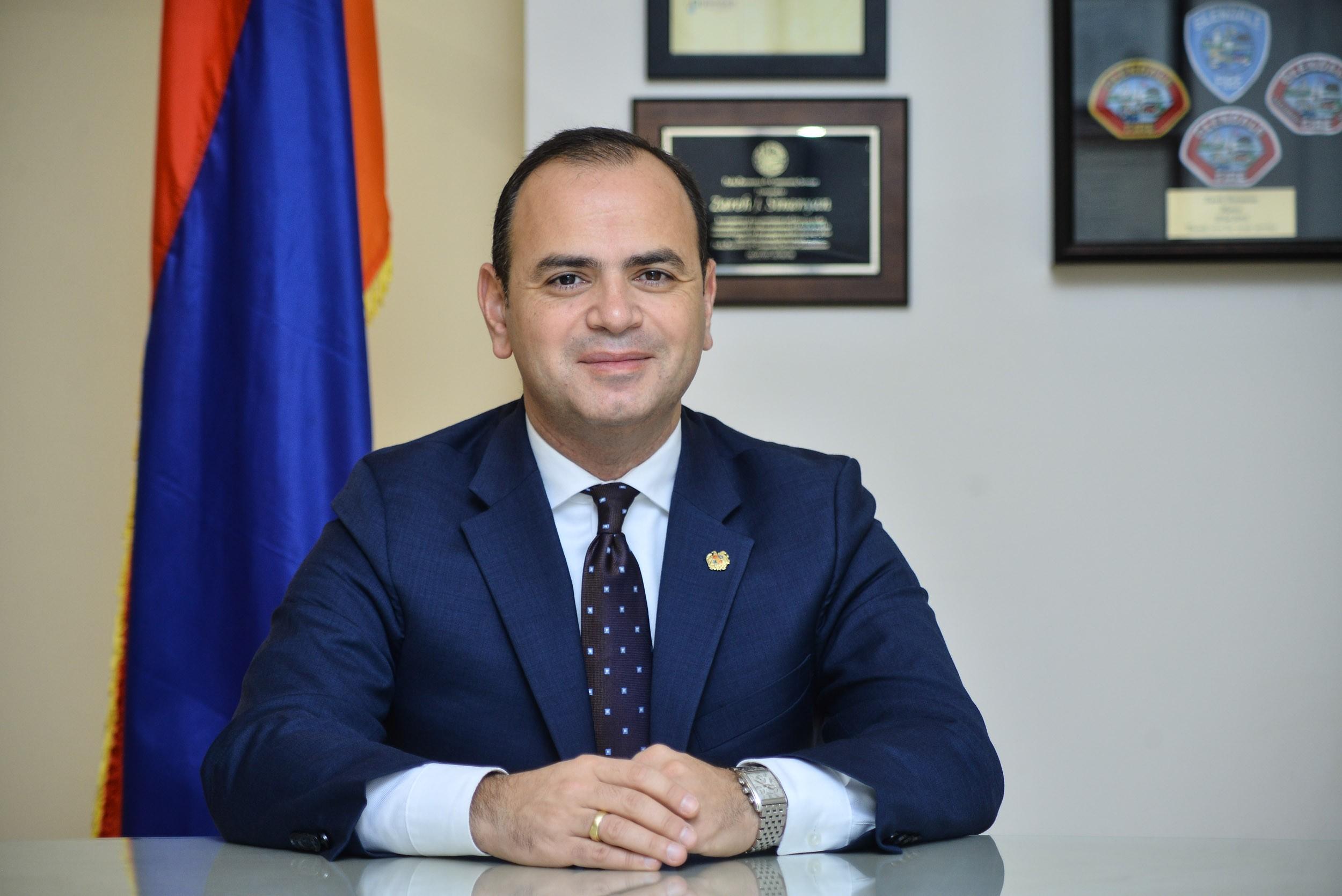 Заре Синанян